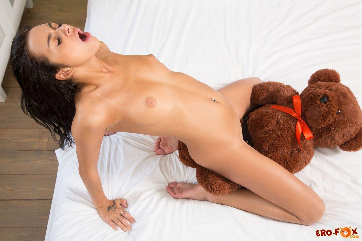 seks-s-igrushkoy-medvedem