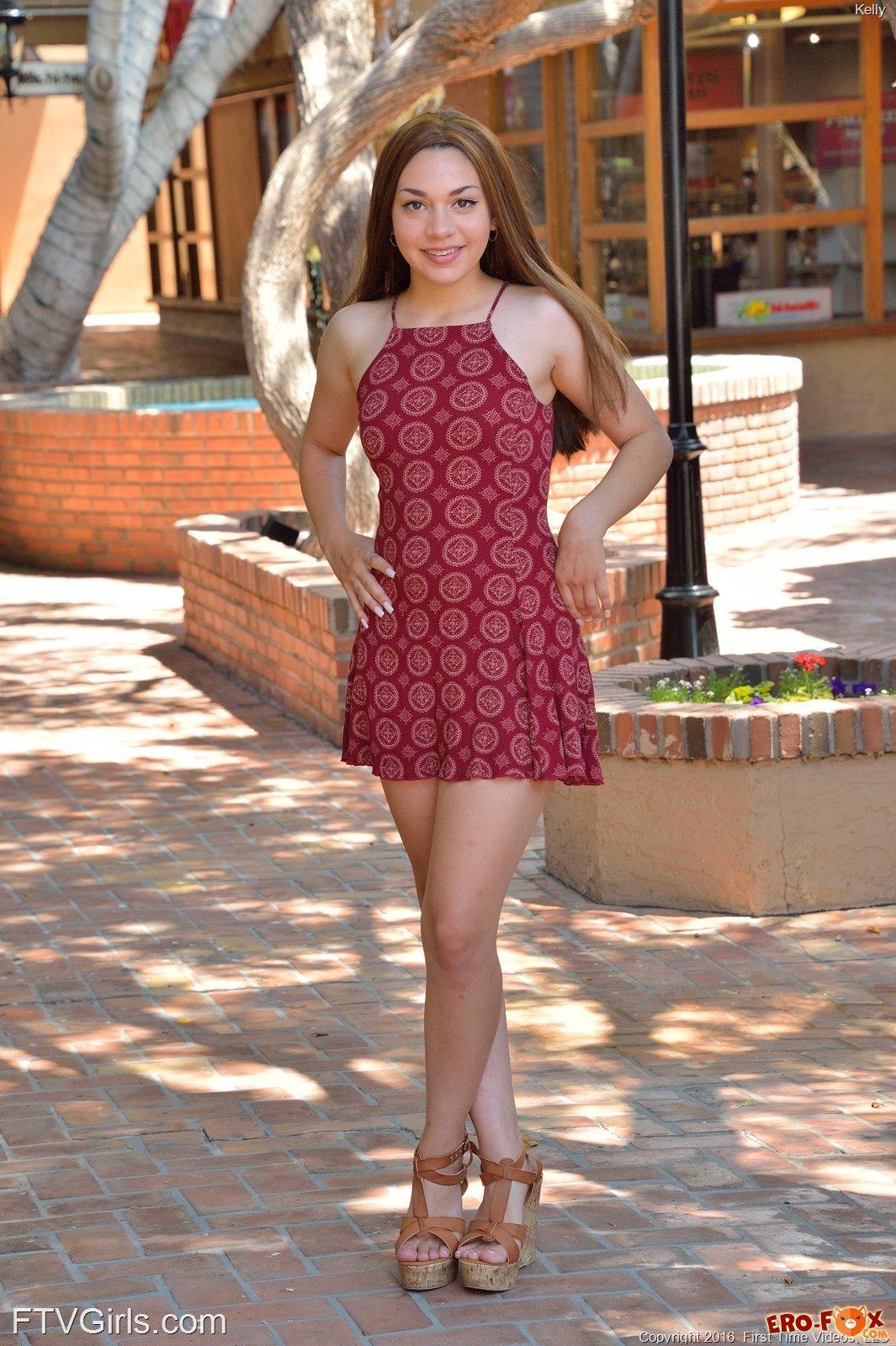 Под платьем нет трусиков фото фото 150-487