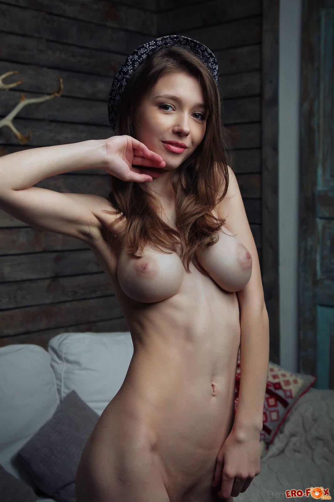 Голые худенькие девушки с большой грудью