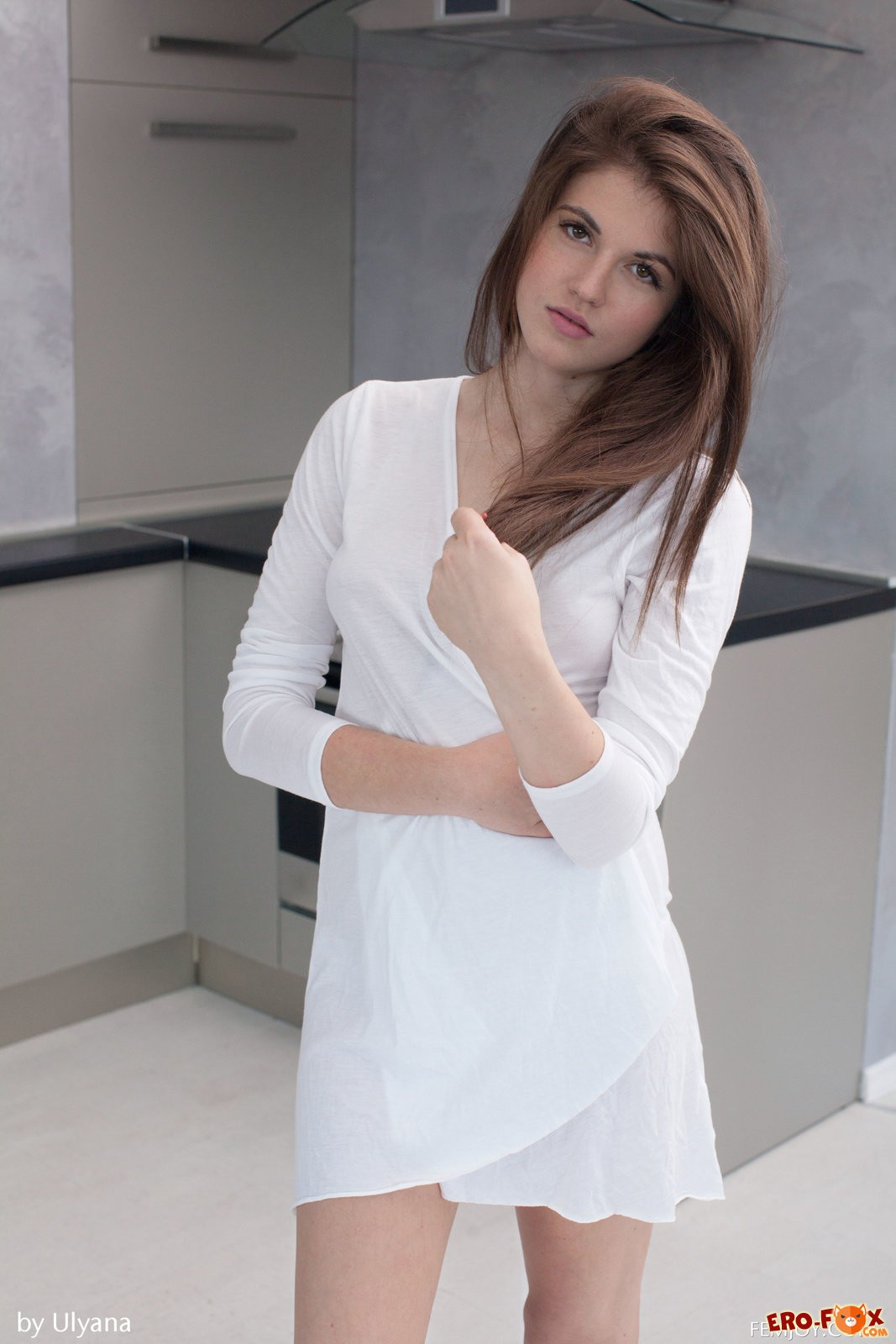belye-trusiki-dlya-devushek-erotika-24