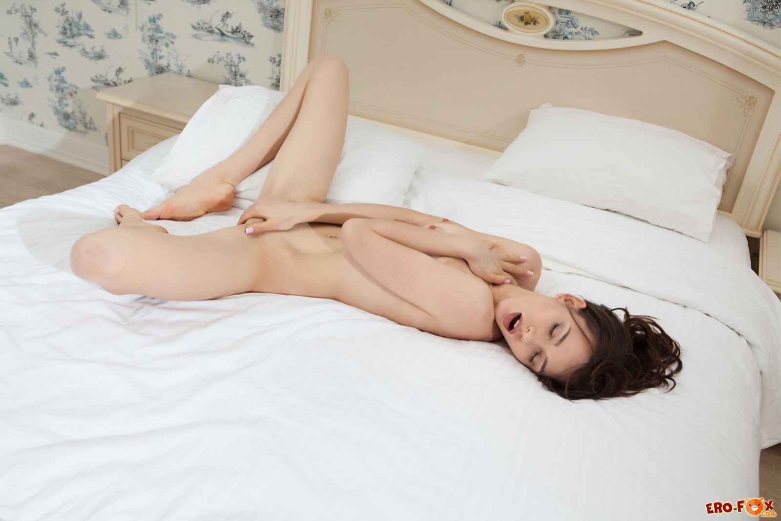 sisi-v-posteli